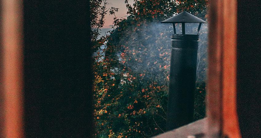Quand et comment ramoner sa cheminée ?